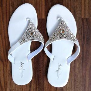 White west loop flat sandals